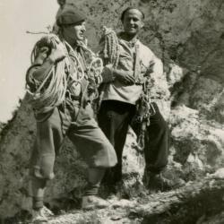 Ryszard Przybylski i Andrzej Wilczkowski w skałkach podlesickich (1951). Zdjęcie z archiwum Ryszarda Przybylskiego
