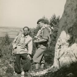 Andrzej Wilczkowski i Ryszard Przybylski w skałkach podlesickich (1951). Zdjęcie z archiwum Ryszarda Przybylskiego